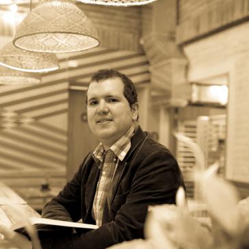 Juan Manuel Rodríguez Bocanegra leyendo